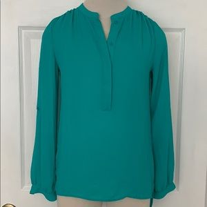 Gorgeous long sleeve V- neck Tunic- XS